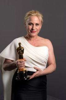 Patricia Arquette holding her Oscar for Best Supporting Actress backstage